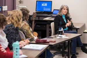 Grammy-winning country music artist Kathy Mattea makes a point during her guest lecture in late November. MTSU photo by Andy Heidt.